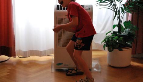 Men Sjuåringen dansade hej vilt framför alla luftblåsar överallt. (Observera den tidstypiska plastblomman.)