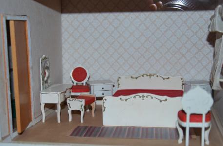 Mina dockhusmöbler! (Som jag inte har sett sedan dockhuset slängdes 1980.)