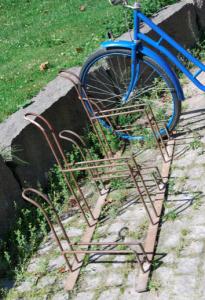 Och så vill jag ha sådana här cykelställ! Och en sådan blå cykel!