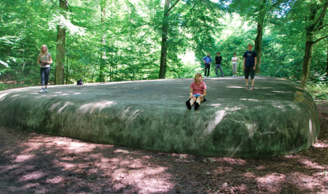 Här blev vi jätteimpade av en stor, av människor tillverkad sten. Trots att sådana finns naturligt.