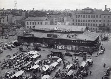 Så här ser Hötorgshallen inte alls ut längre. Men 1953.