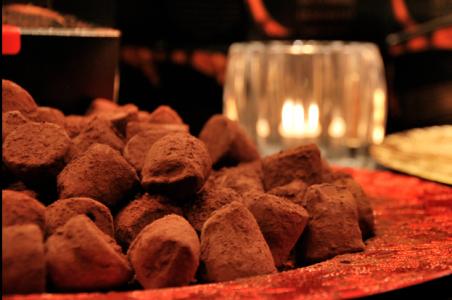 Choklad med chili i är godare än kaffe med mögelost, kan jag säga.