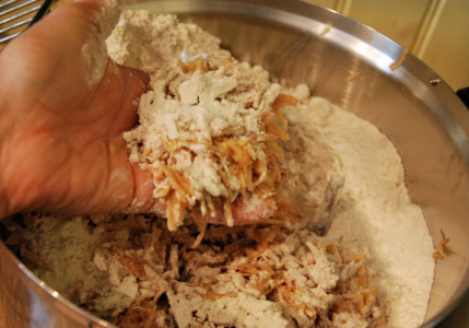 Potatisrivet, nu med kornmjöl på sig.