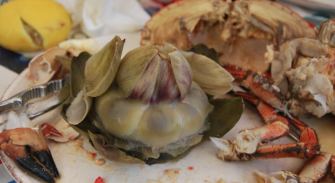 Till kräftskiveknytisen hade jag med mig den helt naturliga kombinationen kronärtskocka och krabba.