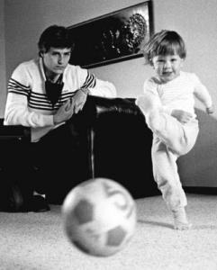 Hysén d.ä. och Hysén d.y. under tiden i PSV Eindhoven (1984). (Foto: Lennart Månsson.)