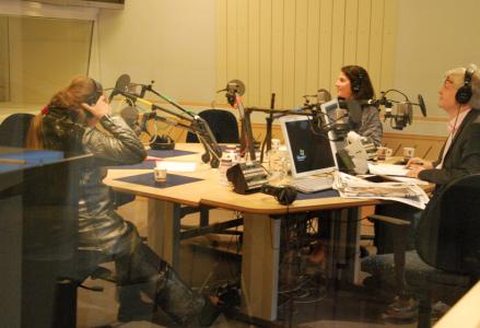 Marie-Louise Ekman, Dilsa Demirbag Sten och Thomas Nordegren i studion.