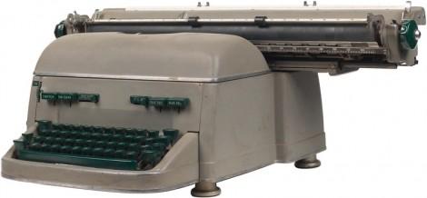 Skrivmaskiner hör inte heller hemma här. Men visst påminner den om en elefant?