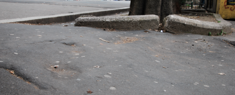 Bucklig trottoar.
