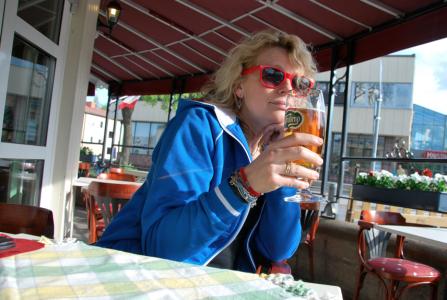 Men ölen är god och utsikten med raggarbilar, polispiket och 25 a-lagare mycket intressant.