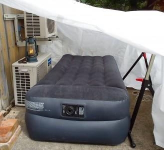 """""""Lottens antikatt-tält"""" kallas detta."""