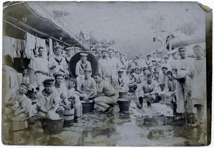 """Klädtvättning kallades """"dhobeying"""" från hindis ord för tvätt: dhob."""