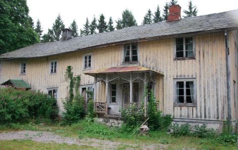 Det övergivna huset är från 1876, och faktiskt i lite sämre skick än utsidan antyder.
