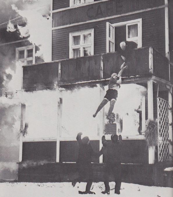 Strumpebandshållar- och underkjolschock! Foto: Inge Hallberg (f. 1926).