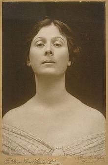 Isadora Duncan med halsen.