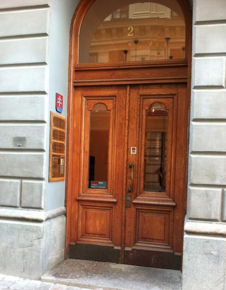 Bakdörren.