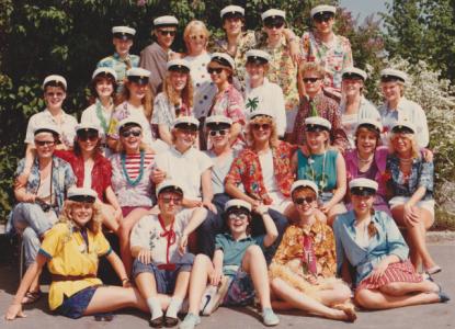 På min tid hade vi minsann inte vita klänningar! (Tibbleskolan 1984.)