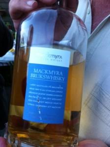 Svensk whisky! (Men det är inte min håriga bringa i bakgrunden.)