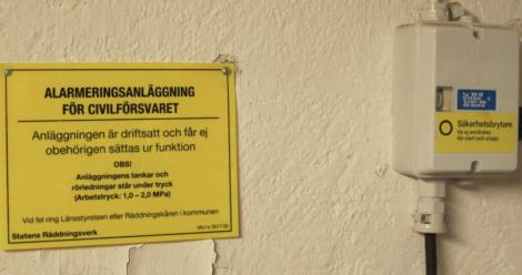 """""""Alarmeringsanläggning för civilförsvaret."""" Coolt. Och den """"får ej obehörligen sättas ur funktion"""". Nähe."""