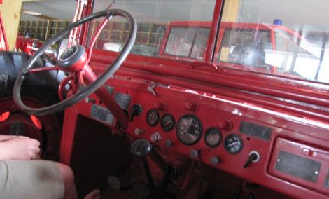 Nu sitter vi i en Dodge Truck WC 52 från 1945 – som var de allierades favoritfordon vid landstigningen i Normandie – och som såldes till Sverige efter andra världskrigets slut.