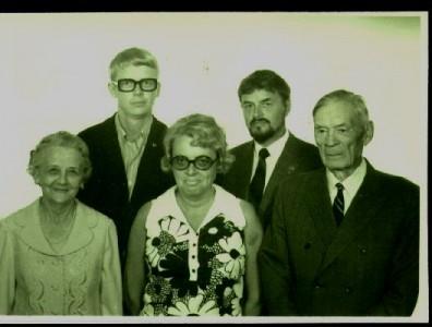 Från vänster: farmor, pappa, faster Ulla, farbror Sten, farfar.