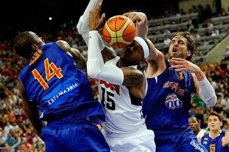 Spanien mot USA häromdagen. Nej, i basket rör vi inte varandra, nej.