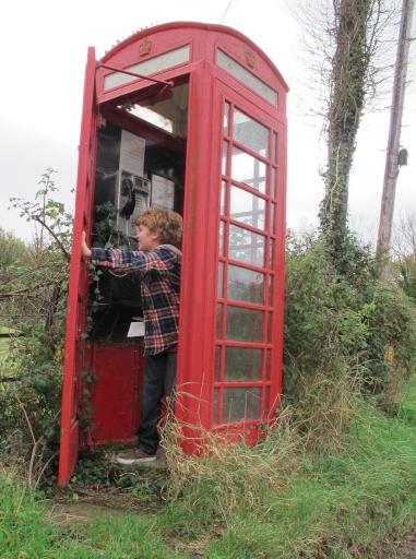 """… och skrek """"It's a TARDIS!"""" (Ja, han pratar fortfarande bara engelska.)"""