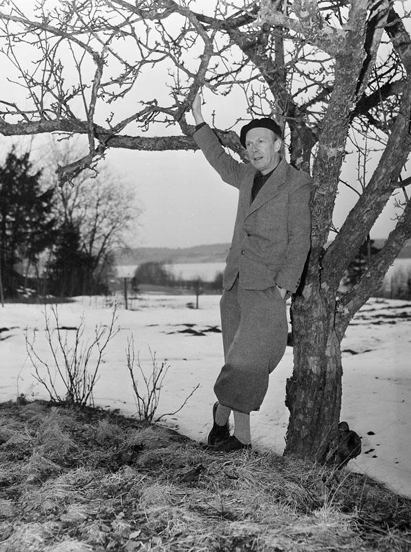 Gunnar Ekelöf i Tintinkläder på Waldermarsudde 1952.