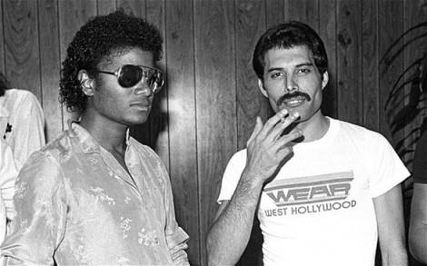 Michael Jackson och Freddie Mercury i början av 1980-talet. Så olika.