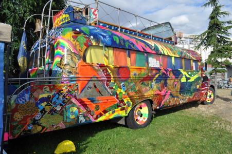 Den buss som de åkte runt i. Vill jag ha!