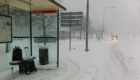 Själv tog jag mig via denna busshållplats till Centralen på bara 90 minuter.