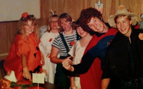 Halloweenparty med ett gäng svenskar. (Det är jag som är pumpan.)