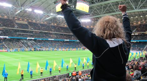 Innan matchen började var jag så här glad trots att det bara var flaggviftningar på planen.