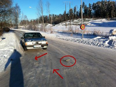 Min skugga, min bil, den gula bilens plastkarossbitar och eventuellt bromsspår.