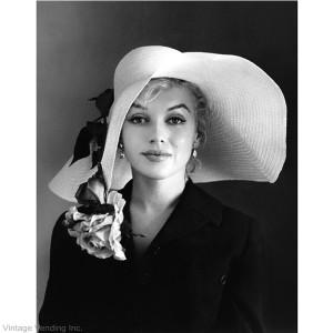 Marilyn Monroe höll på att kantra i den här kreationen.