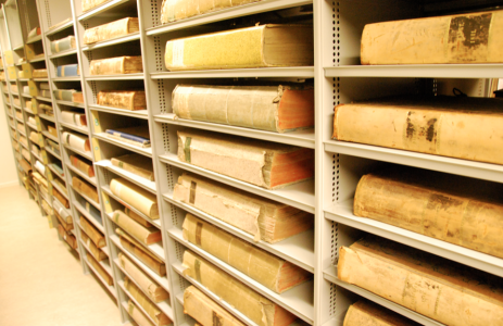 Tidningarna av linnelump på KB förvaras så här.