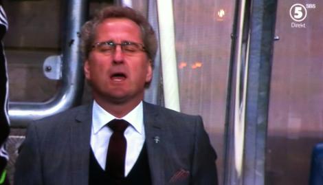 Yr av sprutlycka såg jag sedan coach Erik sjunga nationalsången som ingen annan.