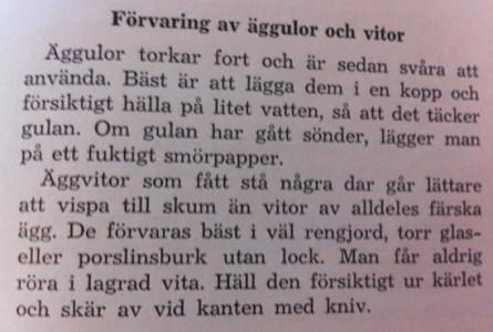 Ur Matlexikon (1956), där man också får lära sig att inte på några villkor koka smutsiga ägg. Men man får heller inte skölja dem i vatten, så det blir till att försiktigt torka av dem med en fuktig trasa.