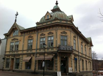 Här inne på Café Petter åt jag en räkmacka. Huset byggdes 1855 och överlevde otroligt nog rivningshysterin på 1970-talet.