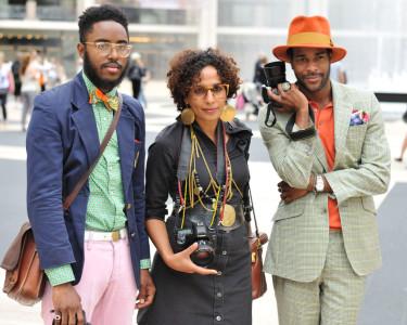 """Detta är tydligen hipsters som hallas blipsters emedan de har en mörkare hy än de bleka hipstrarna. I analogi med detta borde hi- i hipster komma av det tonganska ordet för """"vit"""", vilket är hinehina."""