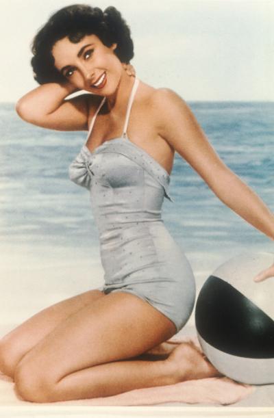 Elizabeth Taylor på den tiden som man inte badade på stranden utan i en studio.