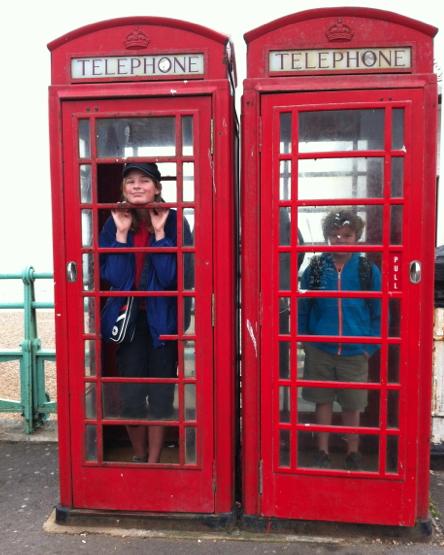Vi åkte in till Brighton och hittade två Tardis, om än i fel färg och av fel årgång.