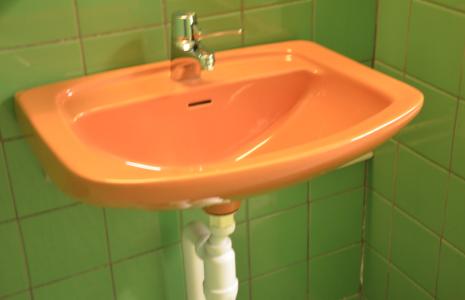 När Spårvägsmuseet så vill, kan det sadla om och ställa ut inredningen på toaletterna på ett nostalgimuseum.