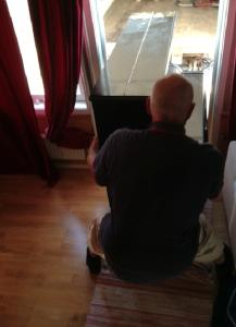 Och slutligen sa Starke Mats bara HUFF PUFF och STÅNK och lyfte in pianot i vardagsrummet.