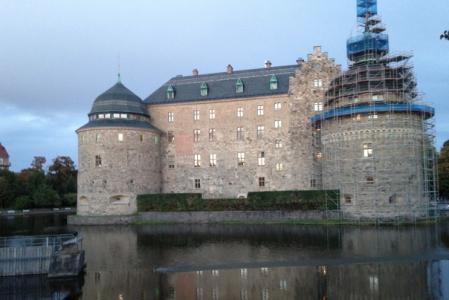 Slott med tandställning.