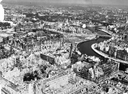 Eftersom hela Berlin bombades som vore det i en tecknad film, är det snudd på obegripligt att det som såg ut så här …