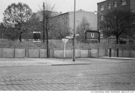 Fast 1961 var det inte lika enkelt. Över en natt dök ju muren upp och ställde till det.