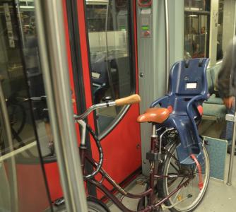Och man får ha cykel på tåget. Jag tror att jag ska flytta till Berlin bara för att kunna sätta in cykeln i tåget.