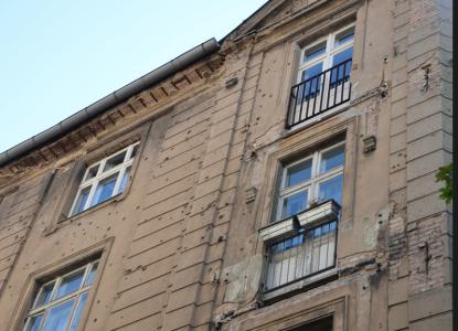 Vissa hus har inte reparerats vad gäller kulhålen – men de flesta har det.