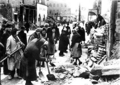 Trömmerfrauen hösten 1945.