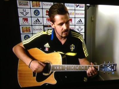 Pelle Nilsson hade nog sitt gitarrspel i bakhuvudet och kunde inte riktigt fokusera på fotbollen.